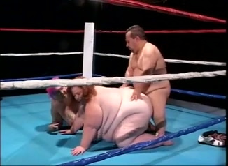 Zwaargewichten versus kabouter, seks in box ring.