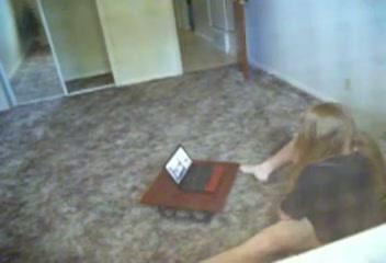 Studente stiekem gefilmd tijdens het mastuberen terwijl ze porno kijkt