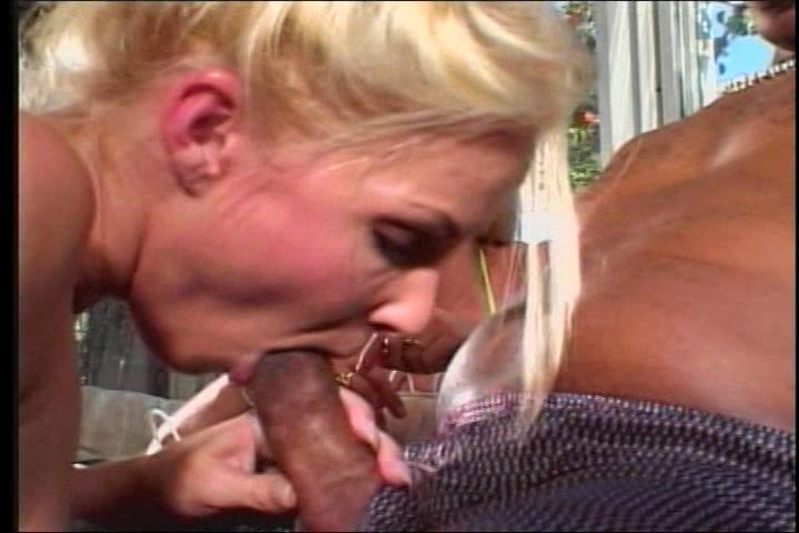 Gruwelijk lekker hoer geketst door big beautiful woman negerlul