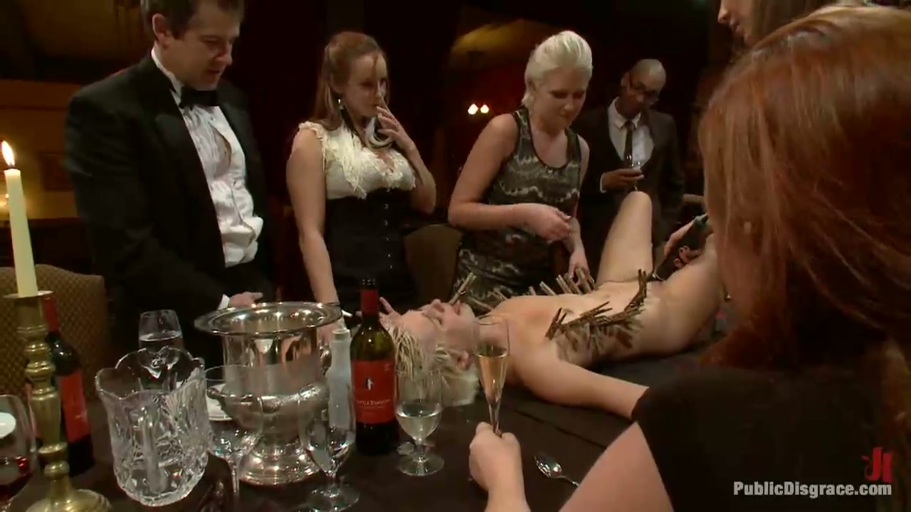 Als toetje van deze dinner party een hete slavin