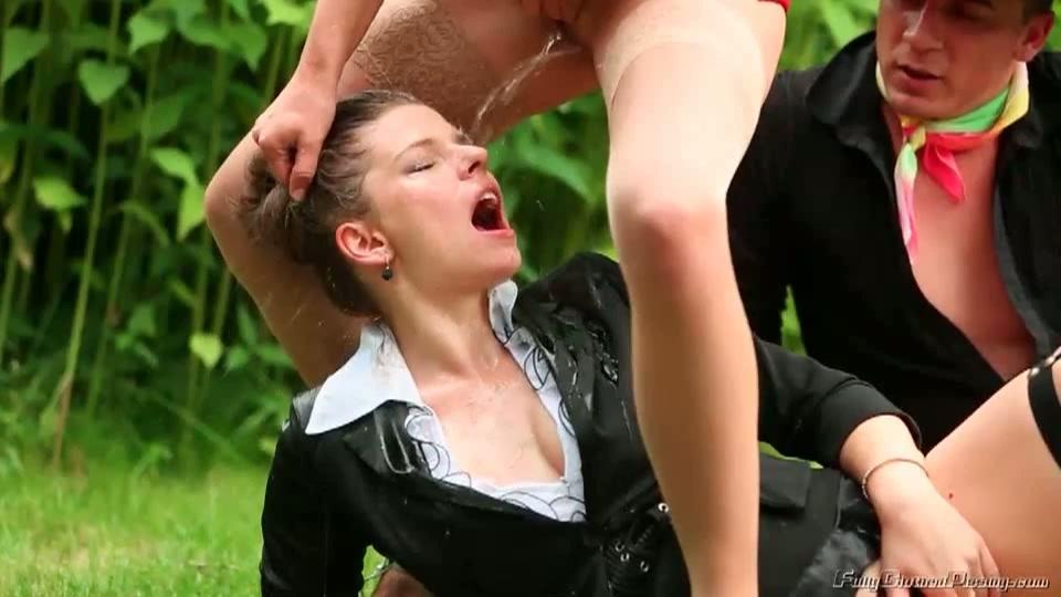 Kinky sletten plassen elkaar kletsnat