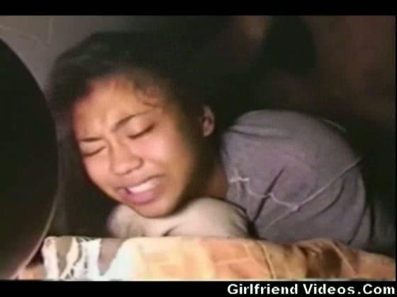 WTF: Filipijns hoertje jankt van de pijn tijdens anale sex