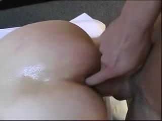 Ja vinger tijdens het sexen van mijn poes mijn kontgat