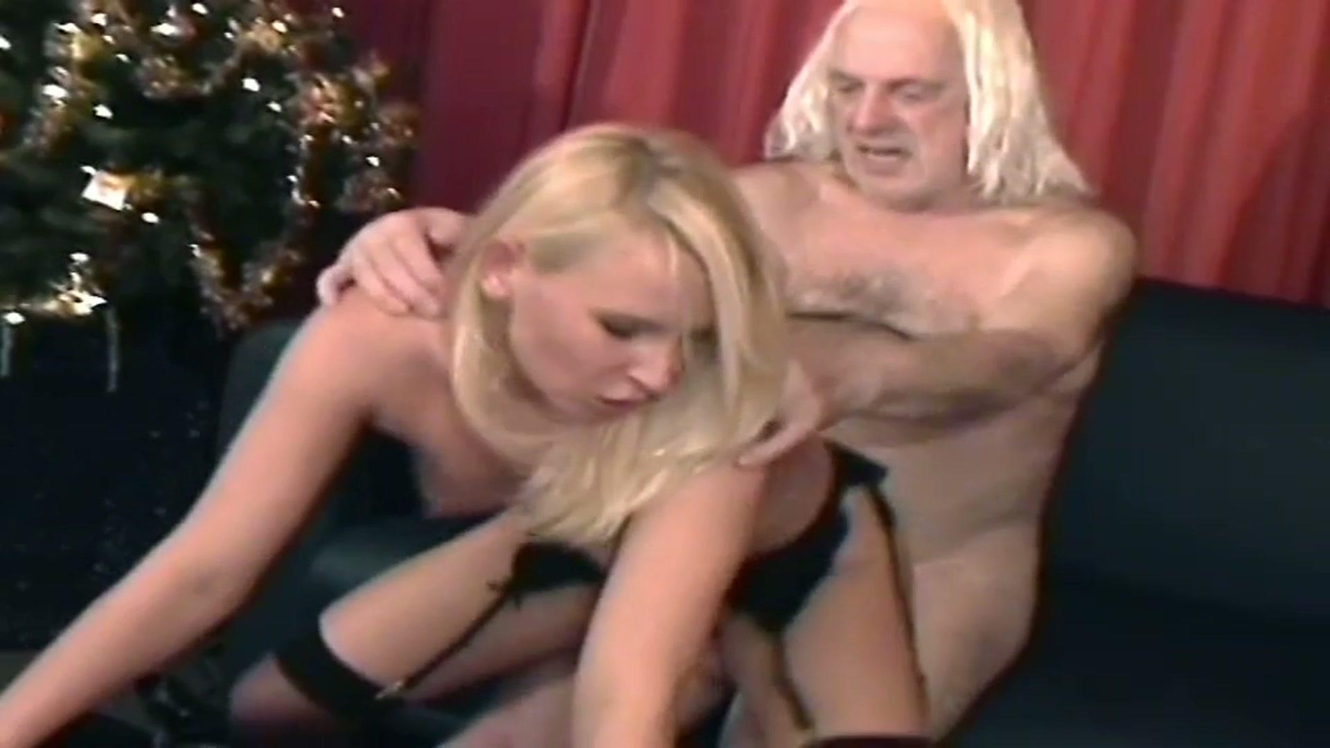 De oude man neukt de dochter van zijn vriend