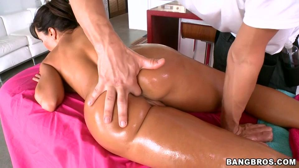 Sexy huisvrouw krijgt een massage plus