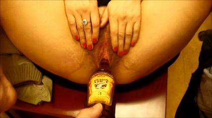 Een fles sherry in haar harige oudere pruim