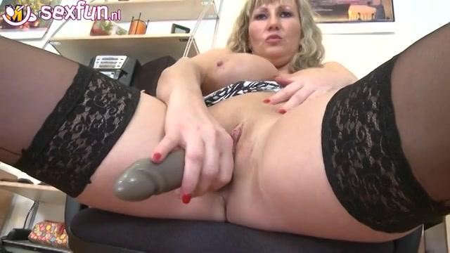 geile rijpe hoer geeft heet masturbatie showtje