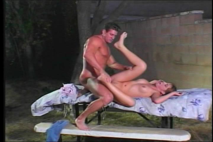 intens meiske gewipt op de picknick werktafel