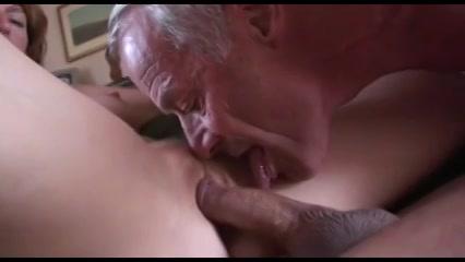 Bisex opa zit er met zijn neus bovenop