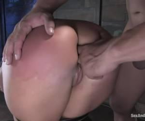 Twee bi meiden gaan anaal
