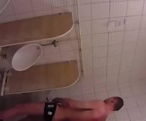 Stiekem rukken op het toilet
