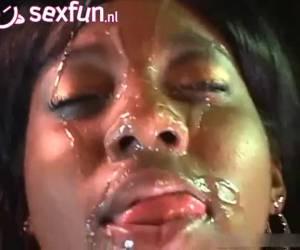 Vul mijn zwarte gezicht met sperma