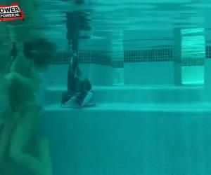 Aftrekken en neuken onder water