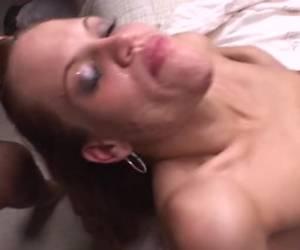 Een pijp scene en een trio sex scene