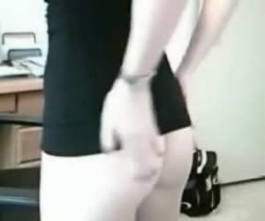 Ondeugende meid show haar sexy lingerie voor de webcam