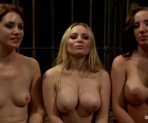 Geile slet met grote borsten vingert haar kut tot ze een orgasme krijgt