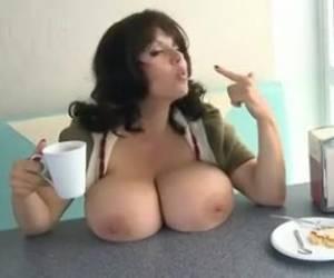 Bobbi Star speelt met haar anaal toys
