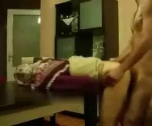 Zelfs als ze geneukt wordt doet ze haar hoofddoek niet af