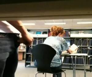 Voyeur rukt in openbare bibiotheek