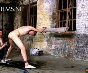 Slaaf anaal misbruikt door Meester