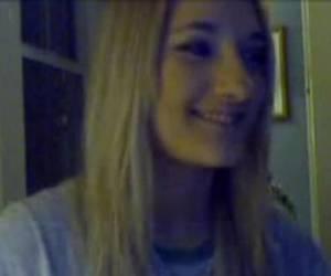 Lekker ding stript achter webcam