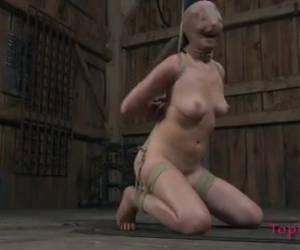 Dit asian sletje wordt opgehangen vernederd en geslagen