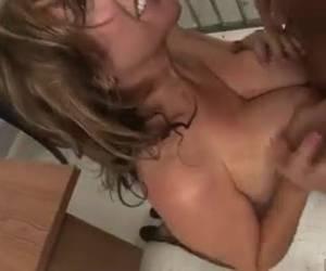 Vrouw hard gepikt in gevangenis
