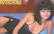 Goddelijk zwoele zwarthardige sletjes zit nakend voor de webcam