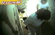 voyeur op een zeer ranzige wc