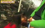japans doet wulps pijpen in het fietsenhok